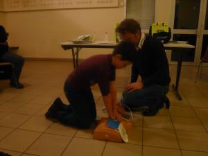 Démonstration d'utilisation du défibrillateur