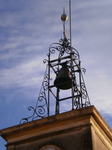 Le campanile de l'horloge à Aigaliers